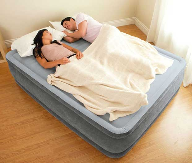 Couple Sleeping High Rise Blow up Bed